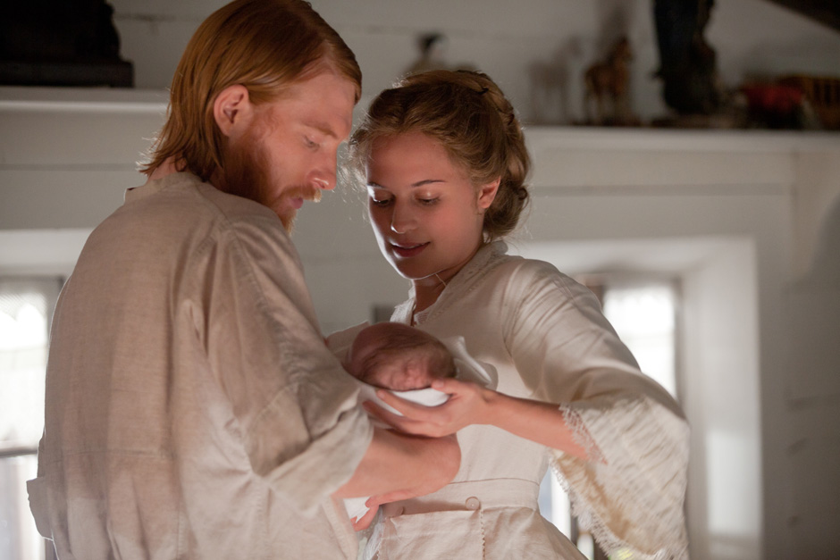 Levin-Kitty-and-baby-anna-karenina-by-joe-wright-32255643-940-627